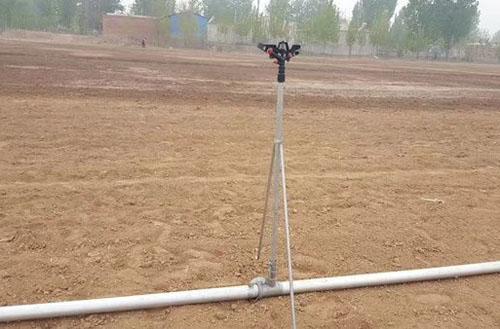 农田喷灌支架搭设现场